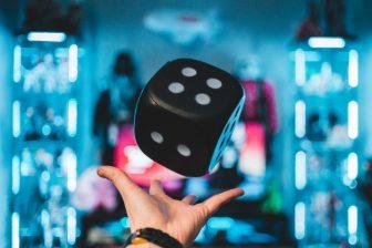 Hva har automatisk investering og online spill til felles?